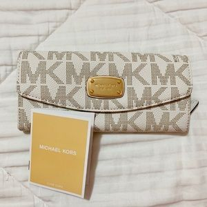 Michael Kors White Wallet NWOT